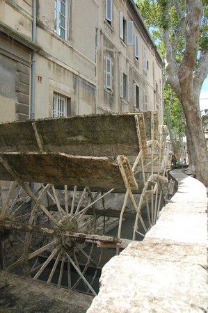 Street of Dyers (Rue de Teinturiers): La ruota a pale del mulino (2)