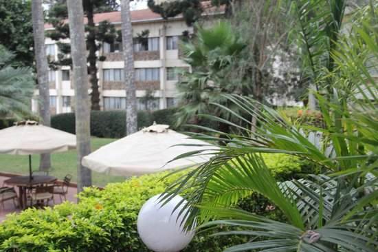 Kivi Milimani Hotel: Garden restaurant patio