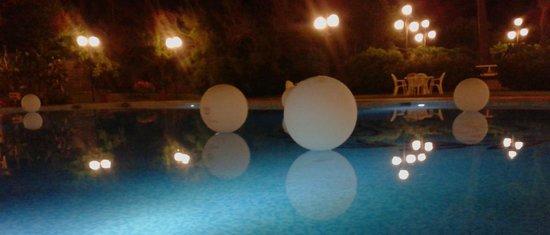Hotel Desiree : Piscina
