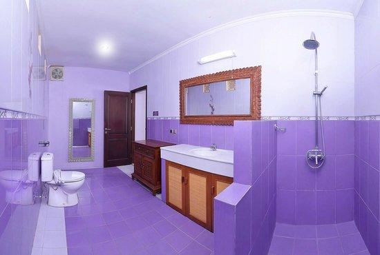 Flamboyant Homestay: Bathroom
