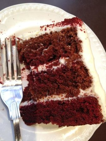 The Hummingbird Bakery: red velvet cake