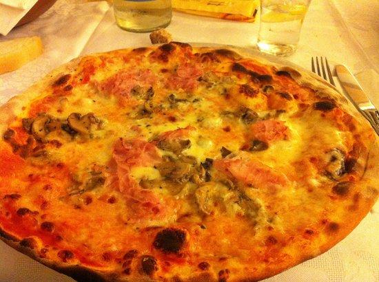 Restaurant Pizzeria Christl: pizza prosciutto e funghi
