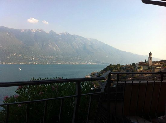 Hotel Castell: Blick auf See und Ort vom Balkon aus