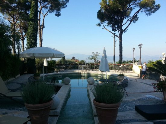 Villa Euchelia Resort : The pool area
