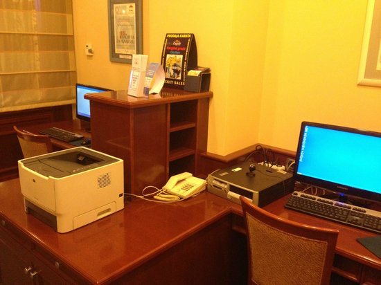 BEST WESTERN PREMIER Hotel Astoria: Business center