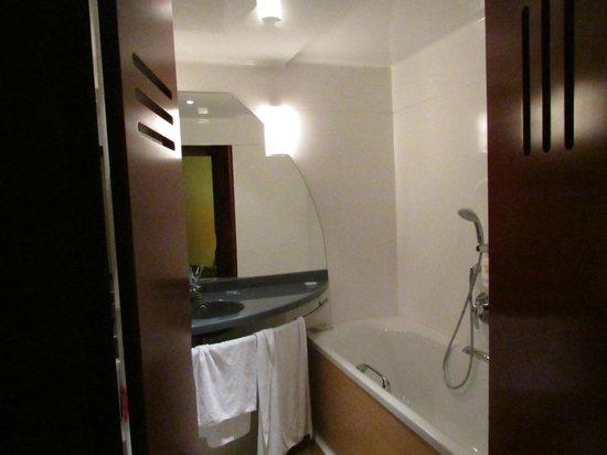 Novotel Suites Paris Nord 18ème: Bath room