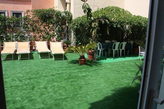Sorrento Apartments: terrace