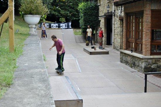 Moana Surf Hostel : skate park