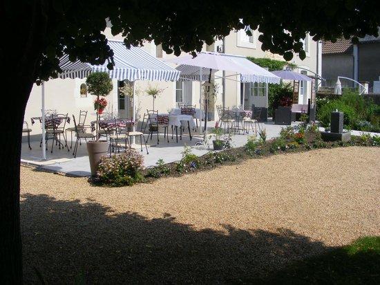 Le Savignois : nouvelle terrasse et réaménagement + accès handicapés