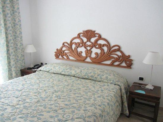Grand Hotel Poltu Quatu Sardegna MGallery by Sofitel: Le lit