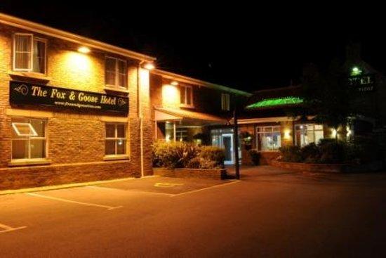 Fox & Goose Inn (Hotel): The Hotel at Night