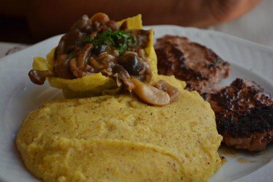 Baita la Zondra : Funghi, polenta e salsiccia.....