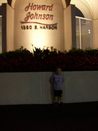 Howard Johnson Anaheim Hotel and Water Playground: My son outside the Howard Johnson reception