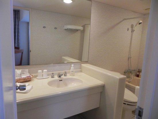 Kyoto Century Hotel: bathroom