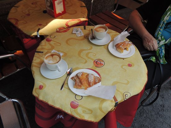 """Andreola Hotel : Best CAPUCINO ever - and crispy """"MARMELATA-Croissant"""""""