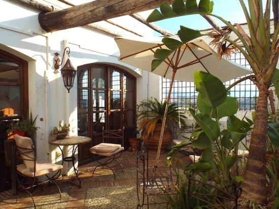 Hotel Casa Henrietta: Terrace near breakfast room/bar