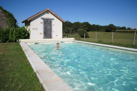 Chambres d'Hotes La Grange de Bronzeau: zalig zwemmen