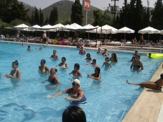 Pigale Family Club: havuz jimnastik