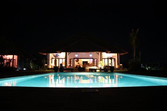 Kundalini Beach Houses : 1 of the 3 pools, each house has a pool