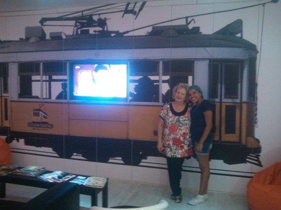 Golden Tram 242 Lisbonne Hostel: Linda é uma das donas do Hostel
