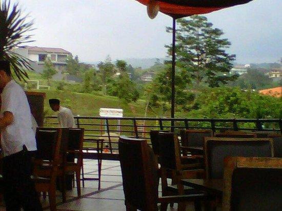 Marbella Suites Bandung : Restaurant balcony