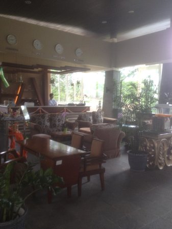 Marbella Suites Bandung: Restaurant over priced and not good food