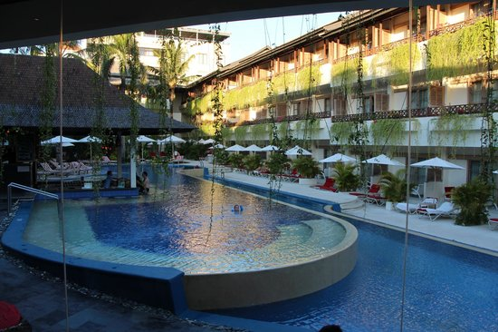 The Breezes Bali Resort & Spa: Viwe of one of the pools & bar
