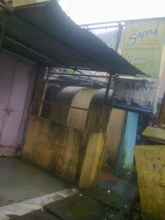 Hotel Sapna: Entrance