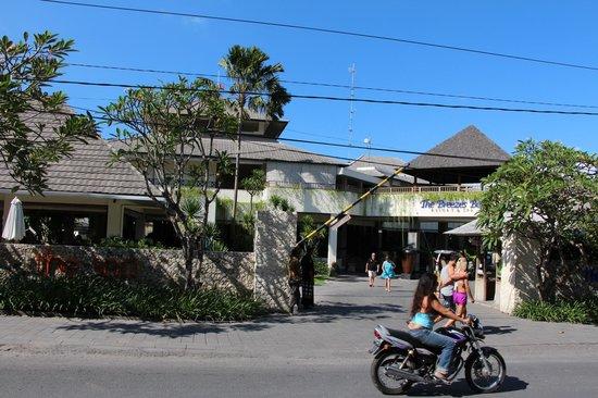 The Breezes Bali Resort & Spa: Street view of resort