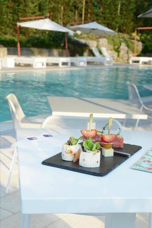 Aperitivo in piscina foto di red 39 s redaelli hotel barzano tripadvisor - Piscina di barzano ...
