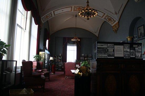 Marines Memorial Club Hotel: Biblioteca