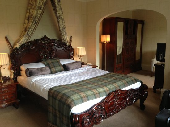 Dalhousie Castle: room1
