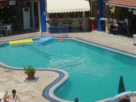 Irene Apartments: pool and bar