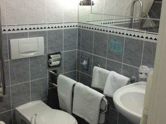 EA Hotel Royal Esprit : Bathroom towels