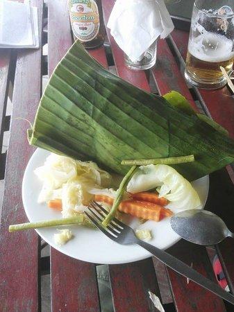 Ban Sabai Riverside Bungalow: fish in banana leaf