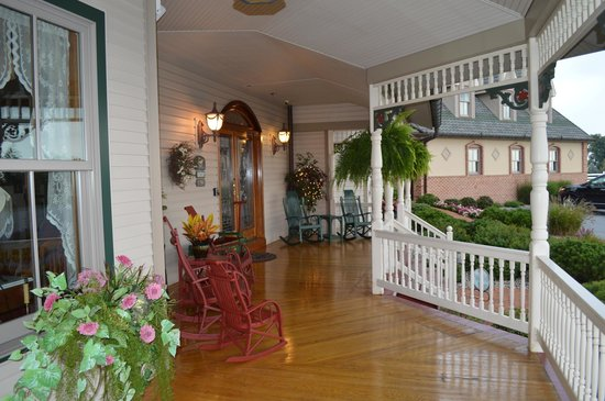 Hurst House Bed & Breakfast: Part of the wraparound porch.