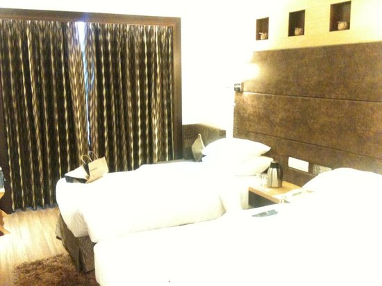 Tulip Inn, Ahmedabad : twin room