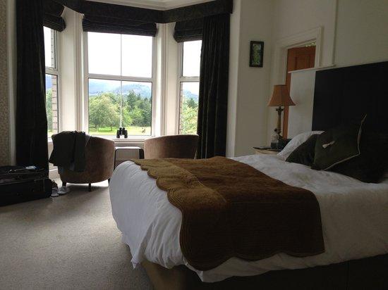 LakeSide House: room1