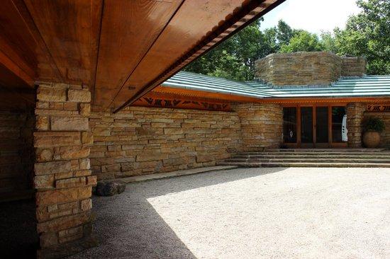 Kentuck Knob: Front entrance area