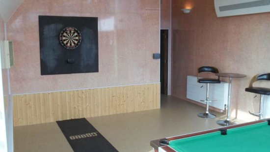 Burlington Palm Hotel: New Games Room