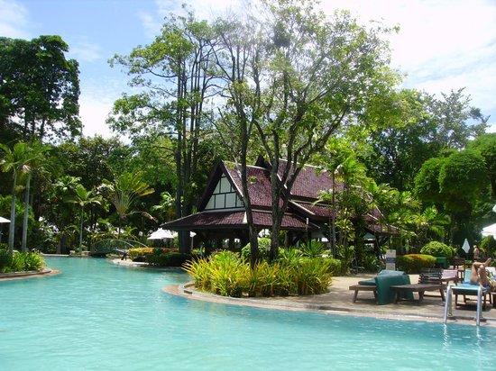 Green Park Resort: Het zwembad met bar