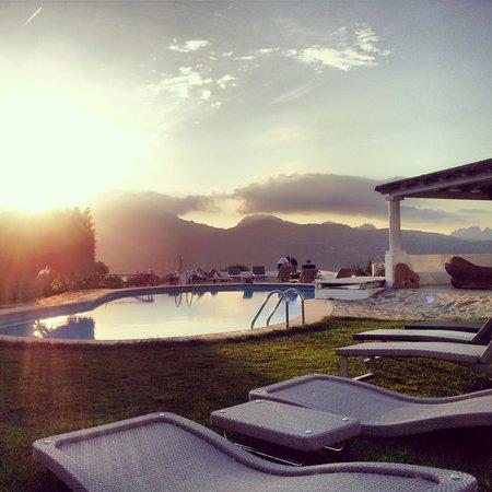 Hotel S'Astore: Belvedere dalla piscina dell'hotel.