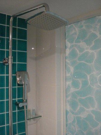 Oceania Hotel: Bathroom
