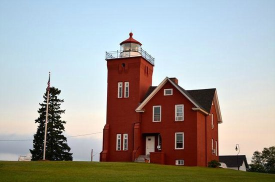 Lighthouse Bed & Breakfast : Lighthouse and grounds