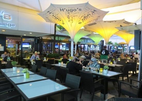 H'ugo's Pizza-Bar-Lounge : Patio seating