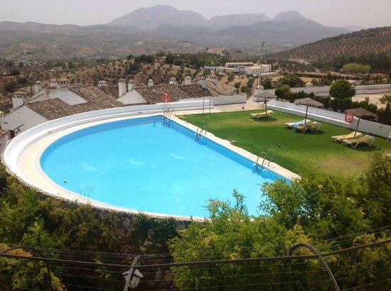 Hotel Villa de Priego de Córdoba: Panorámica piscina