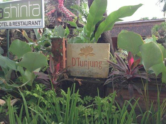 D'Tunjung Beach Resort: sign