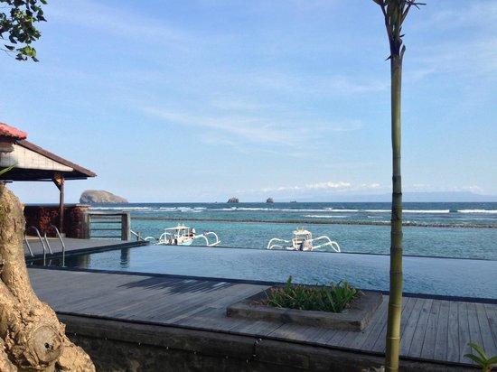 D'Tunjung Beach Resort: pool