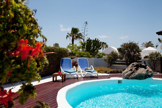 Zwembad terras picture of villas kamezi playa blanca