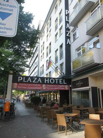 Berlin Plaza Hotel: Street view of the hotel